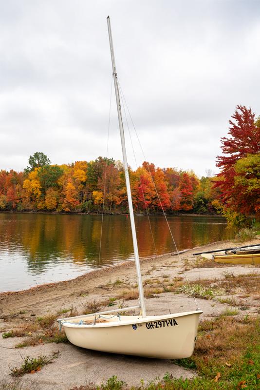 Alum Creek Lake, Ohio, sailboat, autumn leaves